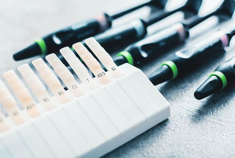 Kunststofffüllungen ermöglichen eine ästhetisch ausgezeichnete und metallfreie Versorgung
